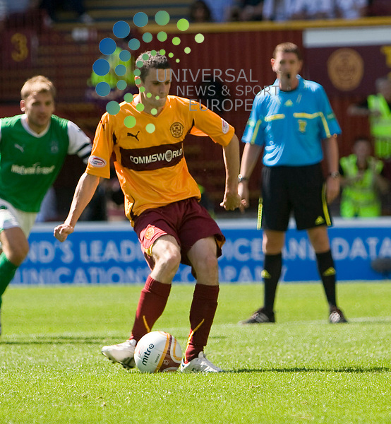 Jamie Murphy(9) slots home Well's pen to make it 3.2 Hibs during The Clydesdale Bank Premier League match between Motherwell and Hibernian at Fir Park 15/08/10..Picture by Ricky Rae/universal News & Sport (Scotland).