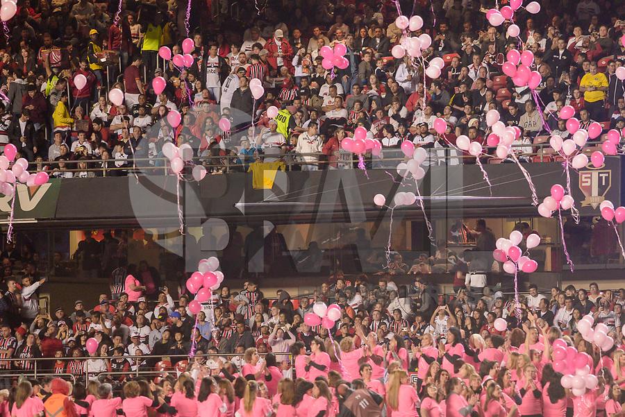 SÃO PAULO, SP, 06.10.2018 - SÃO PAULO-PALMEIRAS- Homenagem de mulheres ao outubro Rosa durante partida contra o São Paulo em jogo válido pela 28ª rodada do Campeonato Brasileiro 2018 no Estádio do Morumbi em São Paulo, neste sábado, 06. (Foto: Anderson Lira/Brazil Photo Press)