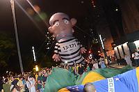 SÃO PAULO,SP, 16.03.2016 - PROTESTO-SP - Manifestantes realizam um protesto na Avenida Paulista, em São Paulo, na noite desta quarta-feira (16), depois da nomeação do ex-presidente Luiz Inácio Lula da Silva como Ministro Chefe da Casa Civil, no governo de Dilma Rousseff. O grupo pede também pelo impeachment da presidente. (Foto: Eduardo Martins/Brazil Photo Press)