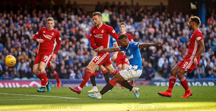 28.09.2018 Rangers v Aberdeen: Jermain Defoe shoots just wide