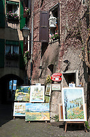 Italy, Veneto, Lake Garda, Torri del Benaco: small harbour at East Bank of Lake Garda, old town, gallery | Italien, Venetien, Gardasee, Torri del Benaco: kleiner Hafen am Ostufer des Gardasees, Altstadt, Galerie