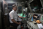 For Virendra Singh, driving the 2,000 passengers of the venerable Kolkata Mail is a pride. In a few moments, he will launch his 24 wagons to the assault of the subcontinent.<br />