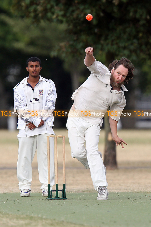 Caledonian Conquerors CC (fielding) vs East London Community CC - Victoria Park Community Cricket League - 12/07/10 - MANDATORY CREDIT: Gavin Ellis/TGSPHOTO - Self billing applies where appropriate - Tel: 0845 094 6026