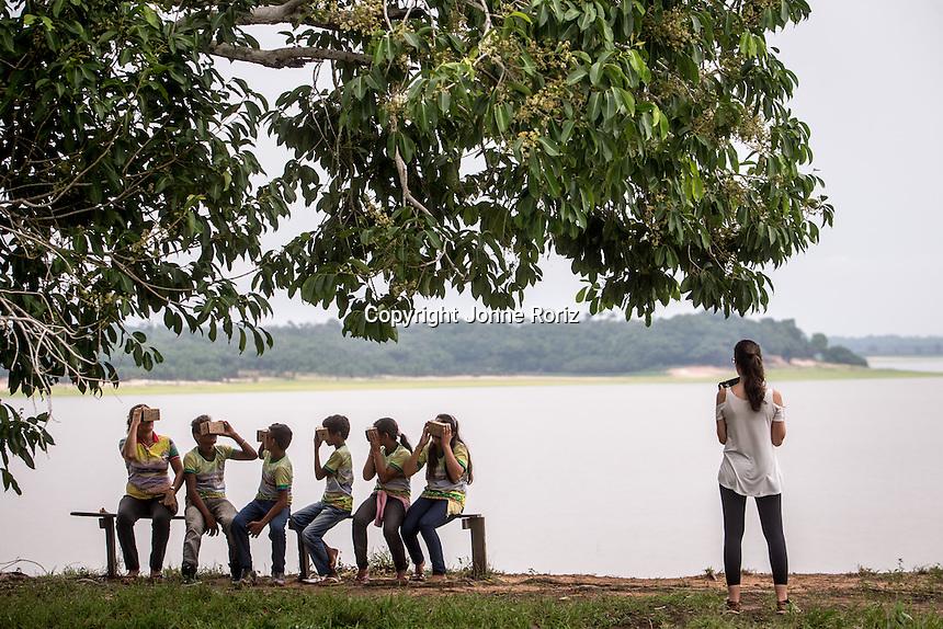 03/12/2015 - The Google Expeditions Team during educational activities in Nossa Senhora do Rosario school at Rosalina communities - Amazon Brazil. Photo by Jonne Roriz