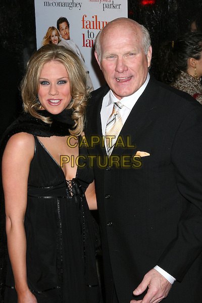 """RACHEL BRADSHAW & TERRY BRADSHAW.World Premiere Of """"Failure To Launch"""" at the Clearview Chealsea West Theatre, New York NY, USA..March 8th, 2006.Ref: IW.half length daughter father family black.www.capitalpictures.com.sales@capitalpictures.com.©Capital Pictures"""