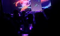 Nattklubb i Oslo sentrum. Stig Gaustad og Morten Haukeland fra Sentrum Politistasjons etteretningsavdeling følger med på utelivet i Oslo sentrum. . (Foto:Fredrik Naumann/Felix Features)