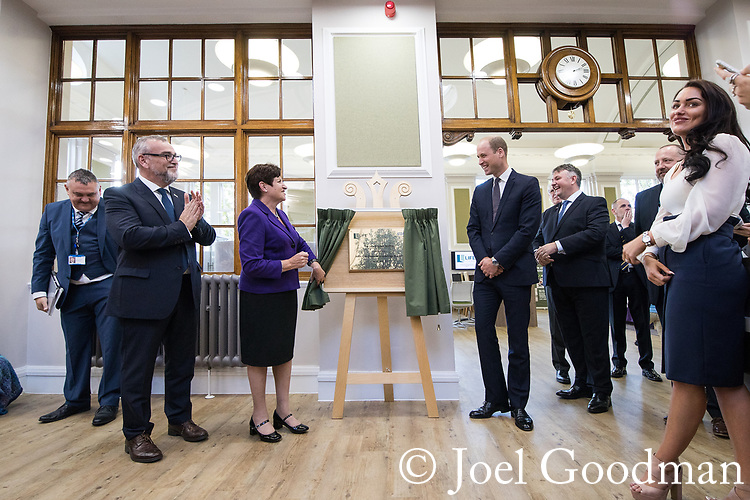 © Joel Goodman - 07973 332324 - all rights reserved . NO ONWARD SALE OR SYNDICATION PERMITTED - ONLY FOR USE IN REPORTING THE LIVE STORY TO WHICH THE PHOTOGRAPH IS RELATED . 14/09/2017 . Liverpool , UK . The Duke of Cambridge , Prince William , unviels a plaque with Mersey Care Chief Executive Joe Rafferty and Chairman Beatrice Fraenkel during a visit to Life Rooms in Walton . Life Rooms provides community support to help people recover from mental health issues . Photo credit : Joel Goodman