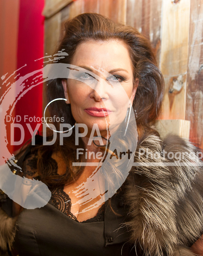 Jane Badler. ( known for her roles in V, V 2009, Cluedo, McGregor Saga, Mission: Impossible, One life to Life, Falcon Crest, The Doctors)