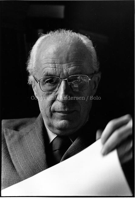 Philippe Aries ( 1914-1984 )