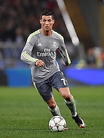 FUSSBALL CHAMPIONS LEAGUE  SAISON 2015/2016 ACHTELFINAL HINSPIEL AS Rom - Real Madrid                 17.02.2016 Cristiano Ronaldo (Real Madrid) am Ball