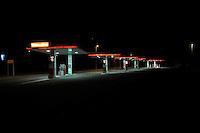 Distributore di benzinain autostrada.Petrol station.