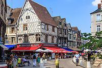 France, Cher (18), Bourges, les maisons à pans de bois de la Place Gordaine // France, Cher, Bourges, Gordaine square