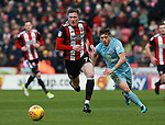John Lundstram of Sheffield Utd goes past Lynden Gooch of Sunderland during the Championship match at Bramall Lane Stadium, Sheffield. Picture date 26th December 2017. Picture credit should read: Simon Bellis/Sportimage
