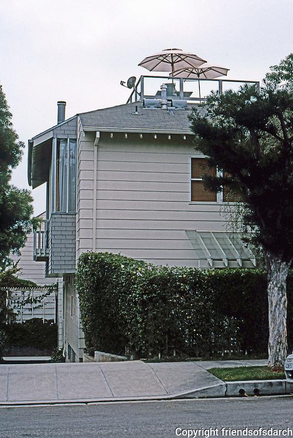 Koning Eizenberg: 2226 Townhouses, 2226 6th St., Santa Monica. 1991-92.  Photo '04.