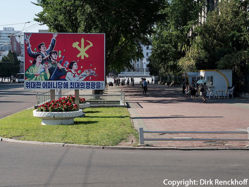 Propagandatafel in Pyongyang, Nordkorea, Asien<br /> Propaganda Billboard in Pyongyang,, North Korea, Asia