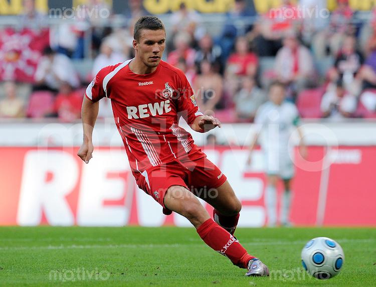 Fussball   1. Bundesliga   2. Spieltag    Saison 2009/2010 1.FC Koeln - VfL Wolfsburg      15.08.09 Lukas PODOLSKI (Koeln), Einzelaktion am Ball.
