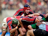 2004/05 Heineken_Cup, NEC,Harlequins vs Munster, RFU Twickenham,ENGLAND:.Munster's Anthony Foley, looks over the scrum..Photo  Peter Spurrier. .email images@intersport-images.com...
