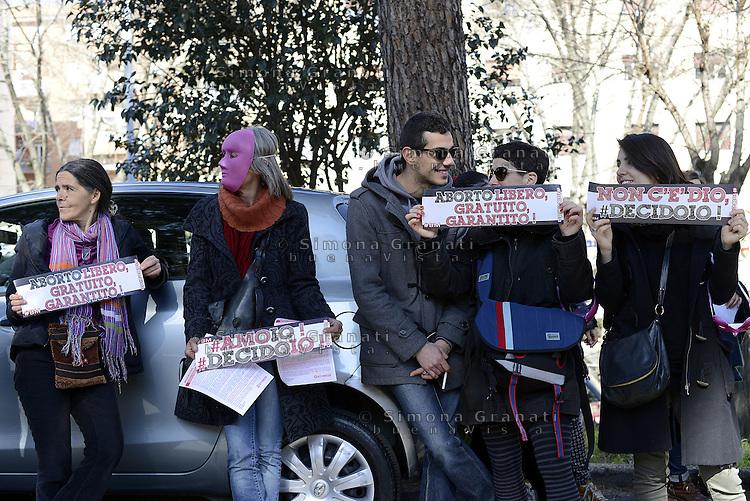 Roma, 13 Marzo 2015<br /> Ospedale San Camillo.<br /> La rete #ioDecido protesta contro la possibile nomina al reparto maternit&agrave; e ostetricia  di un primario obiettore di coscienza.<br /> Le donne chiedono la piena approvazione della Legge 194 con  l'assunzione di medici non obiettori in ogni ospedale pubblico.