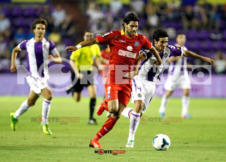 Real Valladolid´s Marc Valiente (r) and Getafe's Lafita (l) during La Liga match.August 31,2013. (ALTERPHOTOS/Victor Blanco)