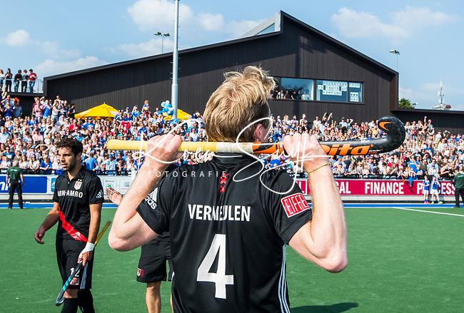 UTRECHT -  Teleurstelling bij Klaas Vermeulen (Adam)  na  de finale van de play-offs om de landtitel tussen de heren van Kampong en Amsterdam (2-1). Valentin Verga (Adam)  Vermeulen stopt met tophockey. COPYRIGHT KOEN SUYK