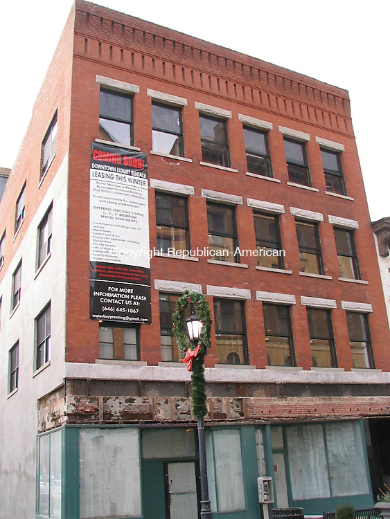 Waterbury, CT - 8 Jan. 2009 - 010809AL01 - This century-old building on Bank Street is being renovated to accommodate 18 market-rate apartments.