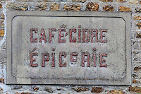 France, Côtes d'Armor (22), Côte d'Emeraude, Saint-Cast-le-Guildo, Ancienne enseigne d'un café, épicerie //  France, Cotes d'Armor, Cote d'Emeraude (Emerald Coast), Saint Cast le Guildo,   `Old teaches a coffee shop