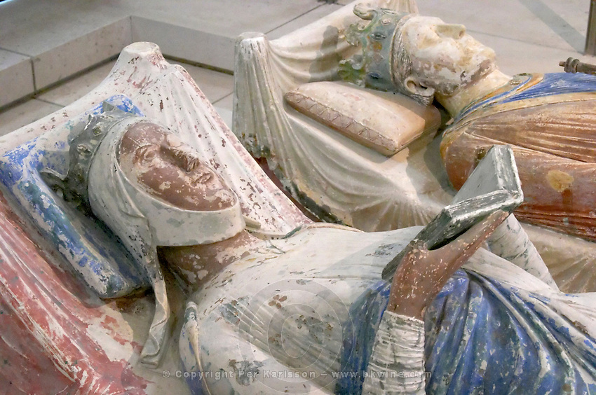 Tombs of Eleanor of Aquitaine Alienor d'Aquitaine and Henri II. Abbaye Royale de Fontevraud abbey, Loire, France