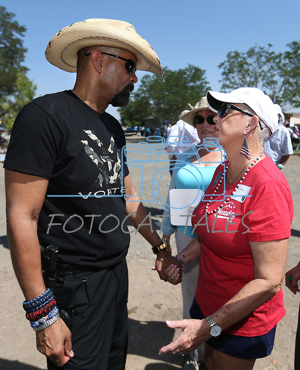 Milwaukee County Sheriff David A. Clarke, Jr., talks with Gold Star mom Sally Wiley at the second annual Basque Fry in Gardnerville, Nev., on Saturday, Aug. 20, 2016. Clarke was a featured speaker at the Basque-themed Republican rally. Cathleen Allison/Las Vegas Review-Journal