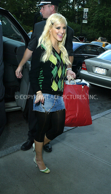 WWW.ACEPIXS.COM ** ** **....NEW YORK, OCTOBER 6, 2005....Ashlee Simpson arrives at her midtown hotel.....Please byline: PAUL CUNNINGHAM - ACE PICTURES.. *** ***  ..Ace Pictures, Inc:  ..Craig Ashby (212) 243-8787..e-mail: picturedesk@acepixs.com..web: http://www.acepixs.com