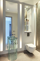 Even the bathroom has been designed like an art gallery, each piece of furniture with its own style and space, carefully lit with uplighters, down lighters and spot lights