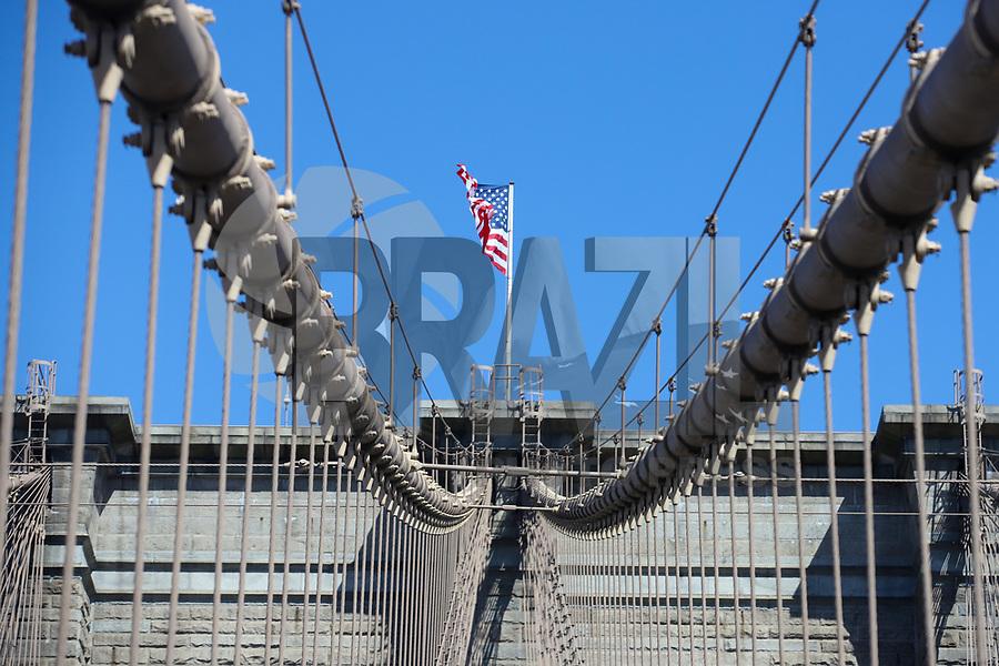 Ponte do Brooklyn em Nova York considerada uma das mais antigas pontes de suspensão nos Estados Unidos, inaugurada em 24 maio1883 com extensão de 1 834 m. Situa-se sobre o rio East, ligando os distritos de Manhattan e Brooklyn. (Foto: Vanessa Carvalho/Brazil Photo Press)