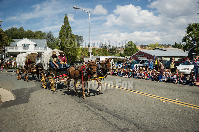 Children from local schools witness the Days of '49 wagon train in Sutter Creek, Calif.<br /> <br /> Diamond Jubilee commemoration of the founding of Amador County in 1854