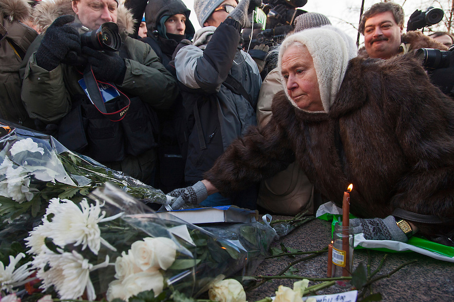 Moscow, Russia, 15/12/2012..A woman lays flowers on a memorial to KGB victims in Lubyanka Square at an unauthorised opposition rally to mark a year of protests against Vladimir Putin.