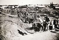 Sudafrica - Kimberley - Mine museum - Ricostruzione di un  villagio di minatori, con molte case originali, nei pressi del Big Hole foto d'epoca circa 1870, inizio degli scavi