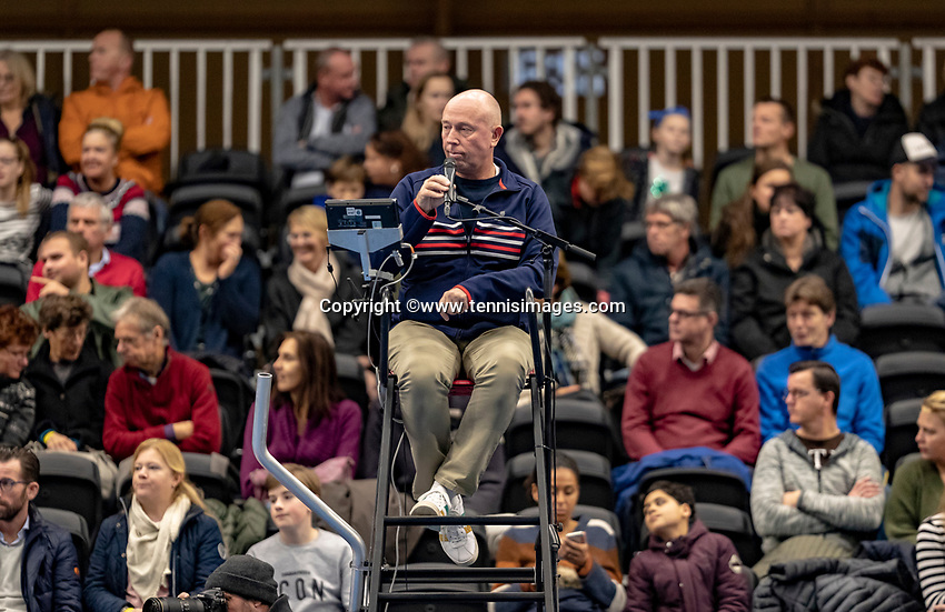 Alphen aan den Rijn, Netherlands, December 16, 2018, Tennispark Nieuwe Sloot, Ned. Loterij NK Tennis, Final men: Umpire Rob Mulder (NED)<br /> Photo: Tennisimages/Henk Koster