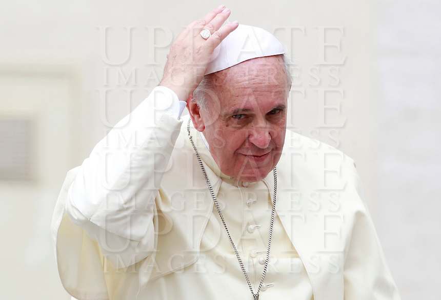 Papa Francesco al termine dell'udienza generale del mercoledi' in Piazza San Pietro, Citta' del Vaticano, 10 settembre 2014.<br /> Pope Francis adjusts his skullcap as he leaves at the end of his weekly general audience in St. Peter's Square at the Vatican, 10 September 2014.<br /> UPDATE IMAGES PRESS/Isabella Bonotto<br /> <br /> STRICTLY ONLY FOR EDITORIAL USE