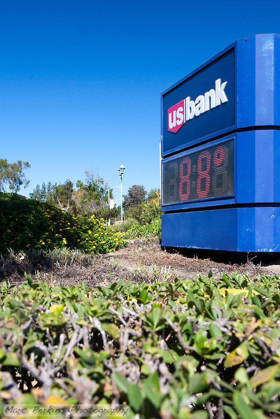 """The US Bank clock / thermometer on the southwest corner of the intersection.  This was the only clock I saw on site.  This was part of the 2015 rebuild of the Grand Avenue and Diamond Bar Boulevard intersection for Diamond Bar's 2015 """"Grand Avenue Beautification"""" project, landscape architecture for the project was by David Volz Design."""
