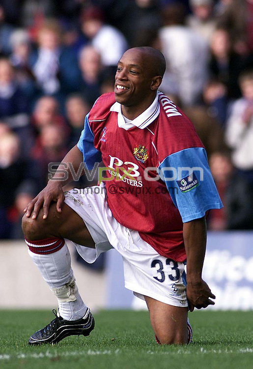 Pix: Nationwide Division Two...04/03/2000.Burnley v Preston North End.COPYWRIGHT PICTURE>>SIMON WILKINSON>>01943 436649>>..Ian Wright after his diving header went just wide.