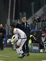 Calcio, Champions League: Gruppo D - Juventus vs Manchester City. Torino, Juventus Stadium, 25 novembre 2015. <br /> Manchester City's coach Manuel Pellegrini, right, gestures past Juventus' Alex Sandro during the Group D Champions League football match between Juventus and Manchester City at Turin's Juventus Stadium, 25 November 2015. <br /> UPDATE IMAGES PRESS/Isabella Bonotto