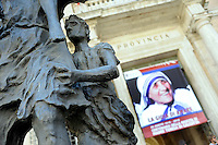 Roma, 26 Agosto 2010.Provincia di Roma.Esposizione di una gigantografia di Madre Teresa di Calcutta per festeggiare i 100 anni dalla nascita.Rome, August 26, 2010.Province of Rome.Exposure of a giant Mother Teresa of Calcutta to celebrate 100 years since birth
