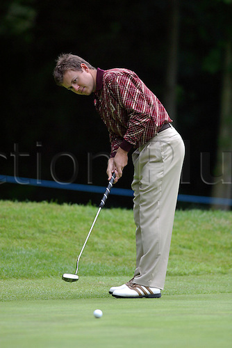 29 May 2004: South African golfer Richard Sterne (SA)  putts on the 1st green during the third round of The Volvo PGA Championship, Wentworth, England. Photo: Glyn Kirk/Actionplus...040529 man men golf player putting