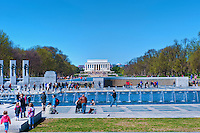 National World War II Memorial, Central Fountain, Lincoln Memorial, 56 pillars, 2 arches, plaza, fountain, National Mall, Washington, D.C. District of Columbia, Memorial Parks,