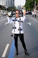 RIO DE JANEIRO,RJ,20.09.2013: PROTESTO UNIFICADO DOS PROFESSORES MUNICIPAIS E ESTADUAS DO RIO- Professores minicipais e staduais do Rio se uniram em um protesto que parou as Avenidas Rio Branco e Presidente Vargas nesta Tarde. Os profissionais do Município se reuniram as 10 horas da manhã no Clube Municipal da Adoque lobo na Tijuca e seguiram para a prefeitura, onde uma hora depois seguiram para Candelária onde se uniram com os profissionais do Estado que os aguardavam desde as 13 horas. O protesto seguiu pela Avenida Rio Branco e mais uma vez todas as faixas foram tomadas. Cruzes simbolizavam as escolas fechadas pelo governador Sergio Cabral. Um boneco foi queimado representando o secretário de educação do Estado do Rio, Wilson Rizolia. SANDROVOX/BRAZILPHOTOPRESS
