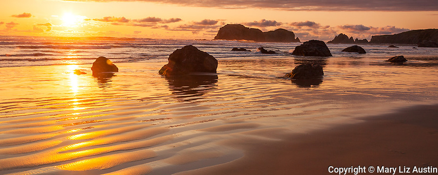 Bandon State Park, OR: Sunset at Bandon Beach with silhouetted seastacks