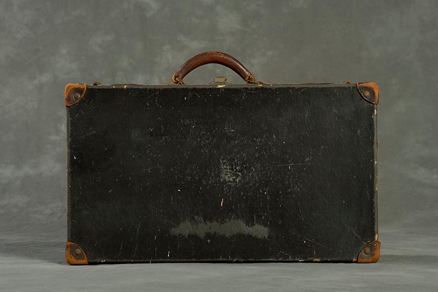 Willard Suitcases / Maude M / ©2014 Jon Crispin