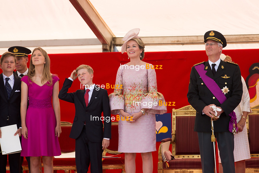 Le Roi Philippe de Belgique, la Reine Mathilde de Belgique, la princesse Elisabeth, le prince Gabriel, le prince Emmanuel et la princesse El&eacute;onore, le prince Laurent de Belgique, la Princesse Claire de Belgique, la princesse Astrid de Belgique et le prince Lorenz de Belgique assistent au d&eacute;fil&eacute; militaire, &agrave; l'occasion de la f&ecirc;te Nationale belge.<br /> Belgique, Bruxelles, 21 juillet 2017<br /> King Philippe of Belgium, Queen Mathilde of Belgium and their children Princess Eleonore, Prince Gabriel , Crown Princess Elisabeth Prince Emmanuel and Prince Laurent of Belgium, Princess Claire of Belgium, Princess Astrid of Belgium, Prince Lorenz of Belgium  pictured  during the military parade on the Belgian National Day, in Brussels.<br /> Belgium, Brussels, 21 July 2017<br /> Pic : Prince Gabriel, Crown Princess Elisabeth, Prince Emmanuel, Queen Mathilde of Belgium, King Philippe of Belgium