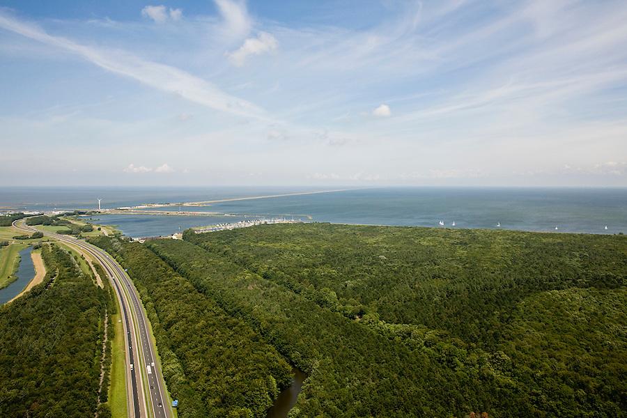 Nederland, Noord-Holland, Wieringermeer, 14-07-2008; Rijksweg A7 door het Robbenoordbos, richting Afsluitdijk; Wieringermeerpolder, aangelegd bos. .luchtfoto (toeslag); aerial photo (additional fee required); .foto Siebe Swart / photo Siebe Swart