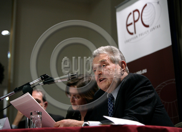 BRUSSELS - BELGIUM - 20 NOVEMBER 2006 -- From left Jacki DAVIS, Head of Communications, European Policy Centre, and George SOROS, author of The Age of Fallibility, at the EPC -OSI Policy Dialogue, Europe as a model for a global open society?   PHOTO: ERIK LUNTANG / EUP-IMAGES