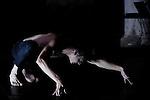 Trans Niagara: <br /> Conception et interprétation, Jonathan Schatz, chorégraphe<br /> Kasper T. Toeplitz, compositeur