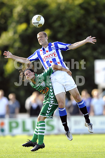 voetbal fc zwolle - sc heerenveen 17-07-2010 oefenwedstrijd seizoen 2010-2011 igor djuric wint kopduel